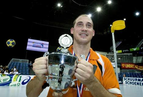 Leon Simons in 2010 with the European Championship Cup