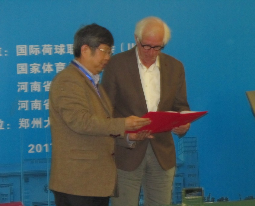 Professor Ben Crum receives his appointment letter from President Liu